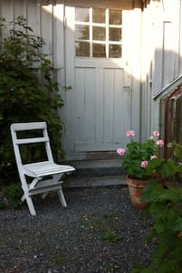 Charming cottage next to greenhouse - Nacka