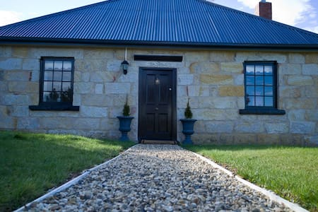 The Storekeeper's Boutique Accomm. - Buckland - Bed & Breakfast