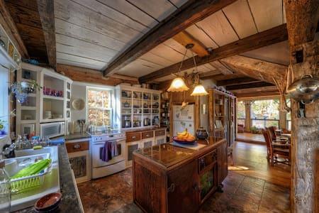 Circa 1850 log Home - Perth Road - Dům