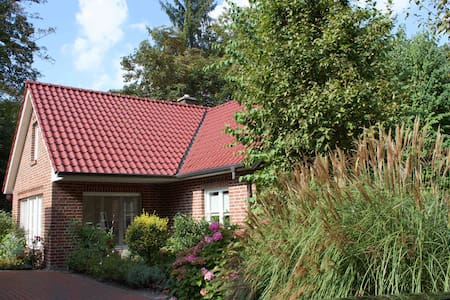 Beautiful Cottage in Bad Zwischenahn / Dreibergen - Casa