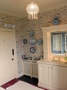 Spacious & Charming Double Bedroom - Athy - Bed & Breakfast