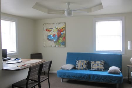 Spacious and Cozy 1 bedroom - Trappe - Lejlighed