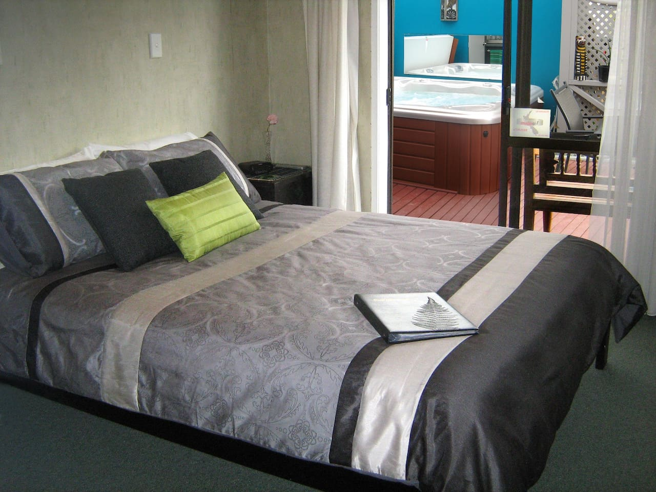 Rotorua City Homestay Room 1. Queen bed with ensuite bathroom and direct access to spa pool.