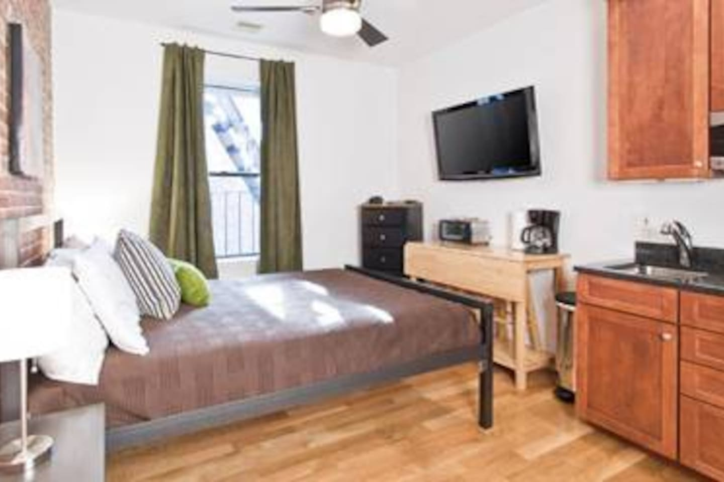 [1358] Small Studio in South End