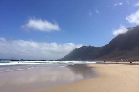 FAMARA: 1ªlinea de playa - Caleta de Famara - Apartment