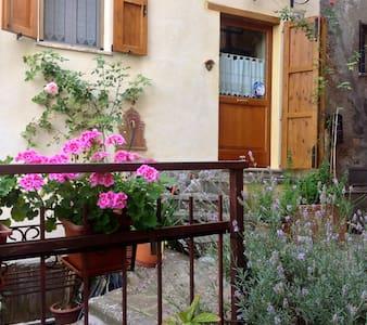 Casetta Il Poggio Apt South Tuscany