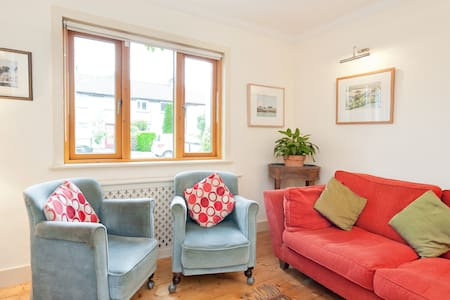 Something different - charming 1930's style terraced houses beside river and park, this cosy, quiet home in leafy Rathgar is only 5 minutes walk from busy village with its boutiques, pubs, restaurants and bookshops. Central Dublin only 10 min by Luas tram. Free parking outside the door - heaven!