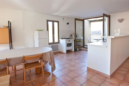 Grand appartement (8/10 pers) au coeur du village - Flat