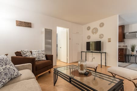 Houses Apartments Vacation Rentals For Large Groups In West Hollywood Airbnb