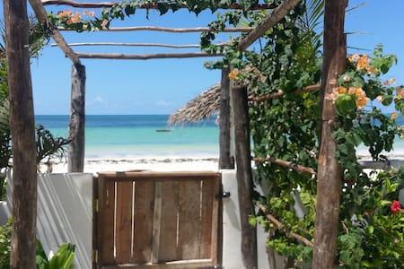 Couple's retreat, Beachfront Villa, Zanzibar - Zanzibar