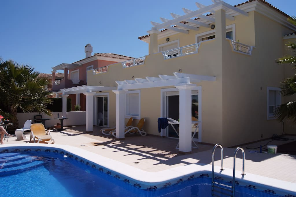 Unique front golf villa with pool