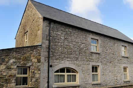 The forge located at the Sheephouse originally used as the old forge, now completely renovated to a high standard but retaining its character this property has all its charming features from the arched entrance to it's quirky windows.