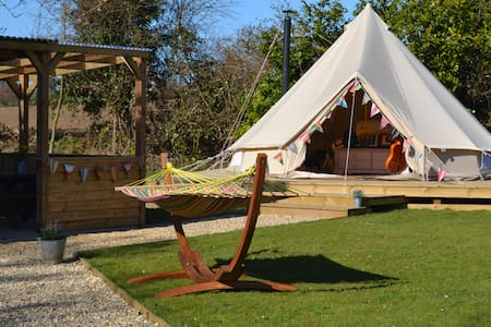 GIen Farm Fishing & Glamping - Tipi