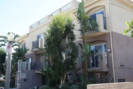 Gorgeous 3 story townhouse in North Hollywood - Αρχοντικό