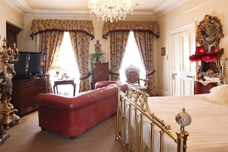 LUXURIOUS DOUBLE ROOM - Bed & Breakfast