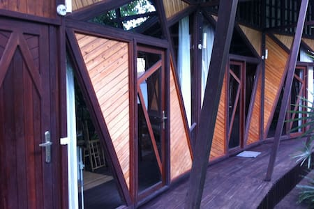 Bukit Raya Guesthouse Deluxe Room - Palangkaraya - Bed & Breakfast