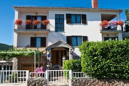 Apartment Leo I 150m from the beach - Huoneisto