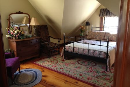 3rd Floor Guest Suite in Victorian - House