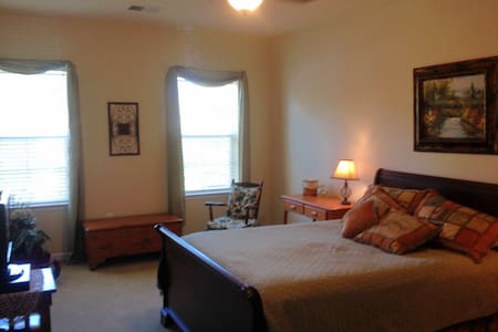Large Room with private bath - Annapolis - Casa