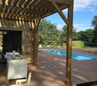 Old farm rebuilt  in brittany with swimming pool - Ploemel