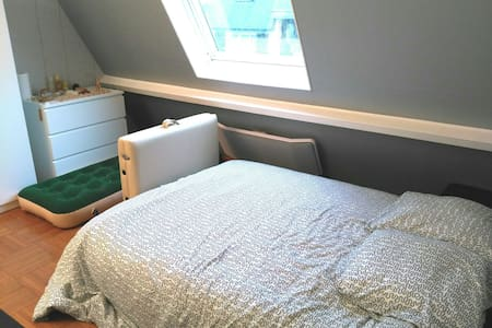 Chambre moderne & lumineuse - villa tout confort - Villers-Allerand - House