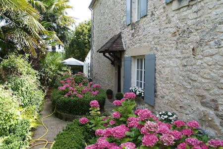 Chambres d'hotes Les Hortensias  - Bed & Breakfast