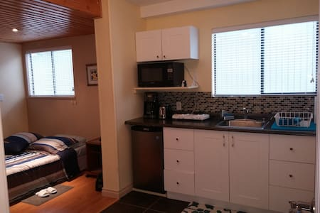 Furnished suite  in North Vancouver - Ház
