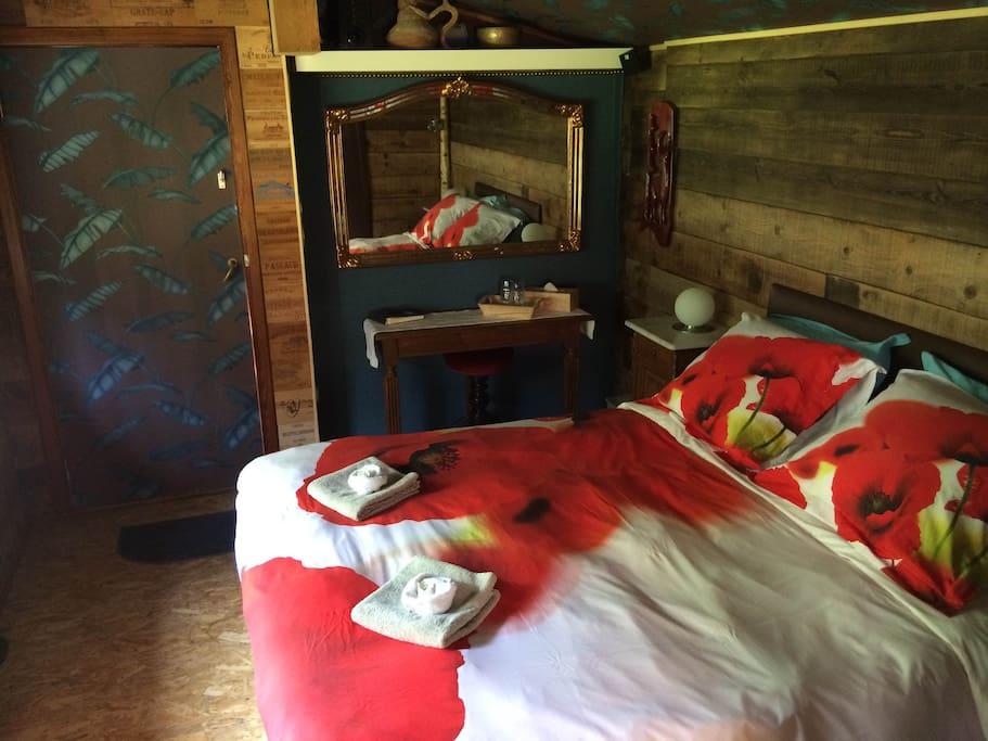 Een zeer comfortabel bed in een zeer gezellig en stille omgeving.