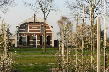 "B&B ""De Bloesemgaard"" in boomgaard - Eck en Wiel - Bed & Breakfast"