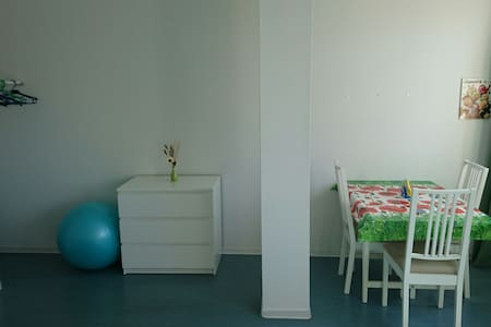 Bright sunny room nearby - Berlin