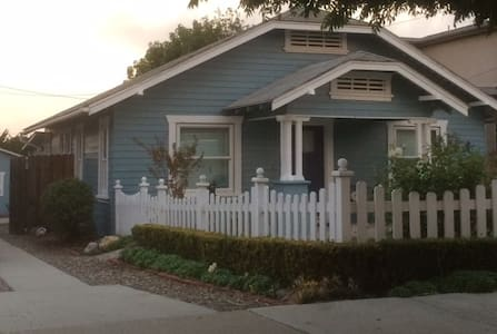 Room type: Entire home/apt Property type: Bungalow Accommodates: 4 Bedrooms: 2 Bathrooms: 1