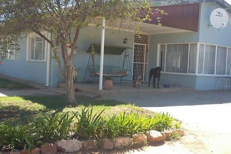 Right next door - Windhoek - Andere