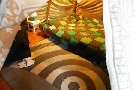 Tipi inside our Brussels art loft! - Podkroví