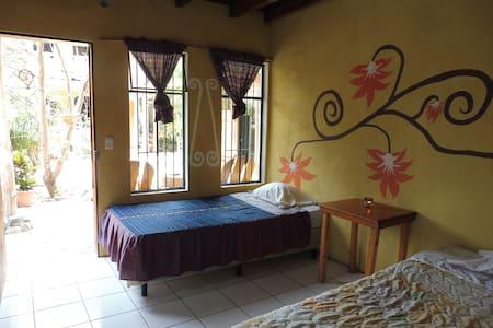 Amazing room on one side of a beautiful mountain - Szoba reggelivel