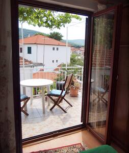 Apartment Anic with sunny terrace - Stari Grad - Wohnung