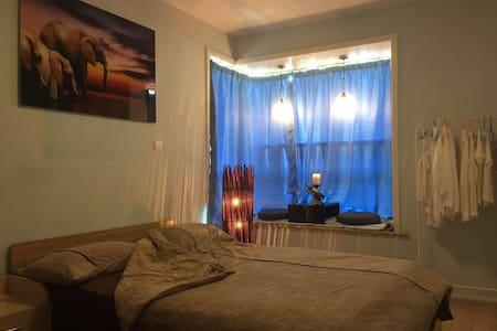 Cozy Private Room , quiet with good location. - Xangai - Apartamento