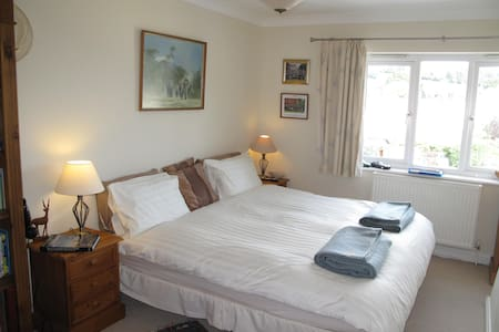 Large Double Room, Private Bathroom, Quiet Village - Abbotskerswell - Casa