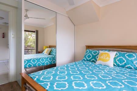 Modern Cairns 1BD apartment.