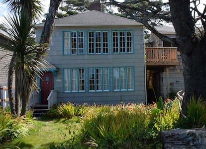 Top Floor, Ocean-front Duplex - Arch Cape - Huis