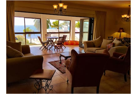 Family-friendly beach apartment - Saldanha