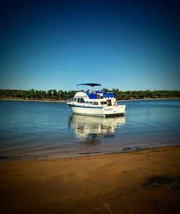 Numberfiveboatcaptain - Hajó