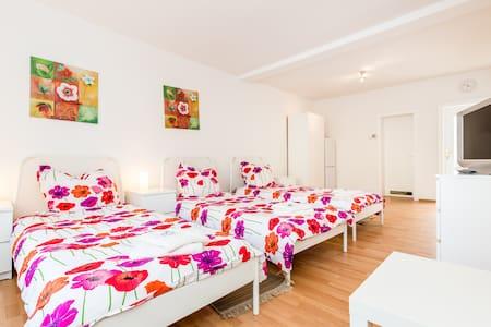 F01 Apartment Frechen +Wintergarten - Frechen - Apartamento