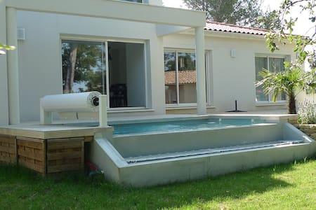 Villa 6 pers à Suze La Rousse avec piscine - Hus