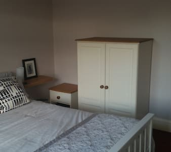 Quiet Spacious Bedroom with Queen Double Available - House