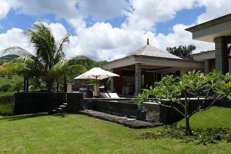 BELLE VILLA dans residence privée - Bel Ombre - Villa