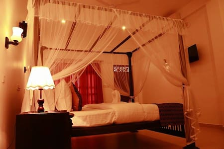 Hotel Sanmark (Galle, Ahangama) - Ahangama - Bed & Breakfast