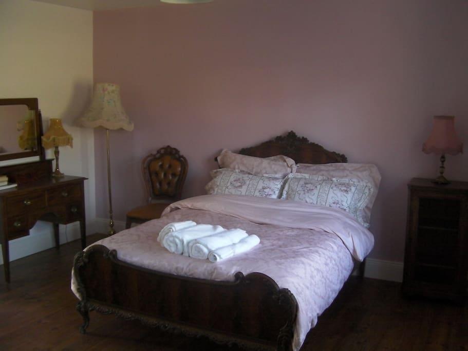 Master Bedroom, Ensuite, Annex Dressingroom with single bed