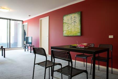 Comfortable, Convenient and Perfect CBD Location! - West Melbourne - Apartment