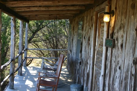 Cabin in the Woods - Wimberley - Bed & Breakfast