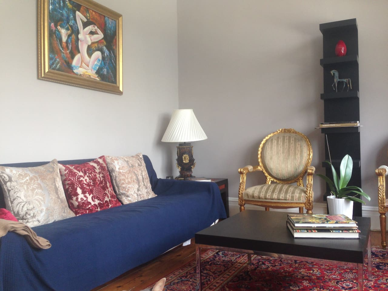 Beautiful lounge with antiques